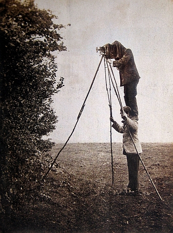 Cherry and Richard Kearton photographing bird nests, 1900.